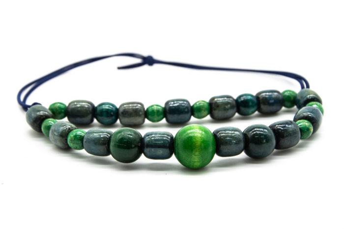 Zelene drvene kuglice na ogrlici