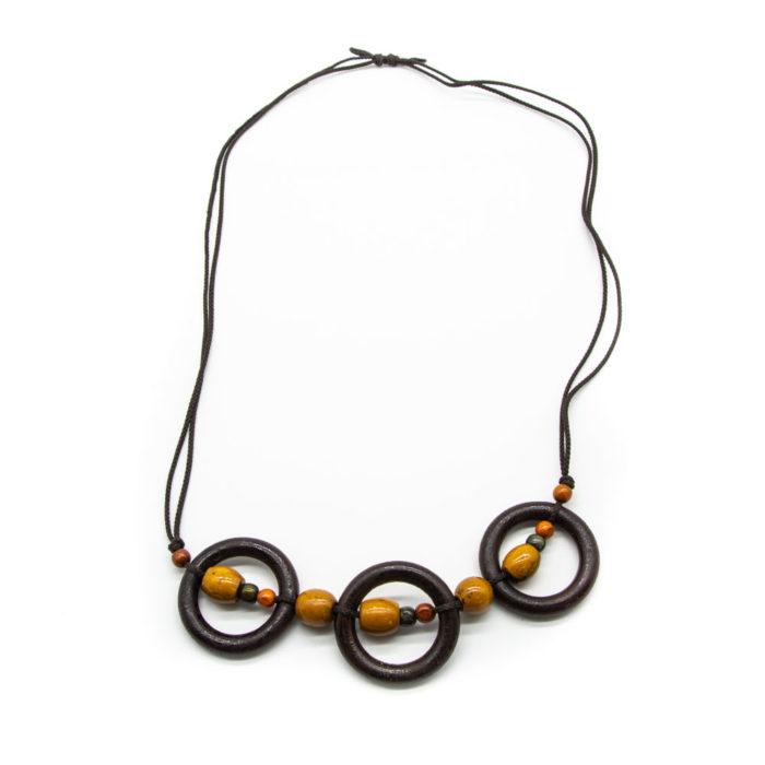 Ogrlica s drvenim krugovima i žutim kuglicama na špagici