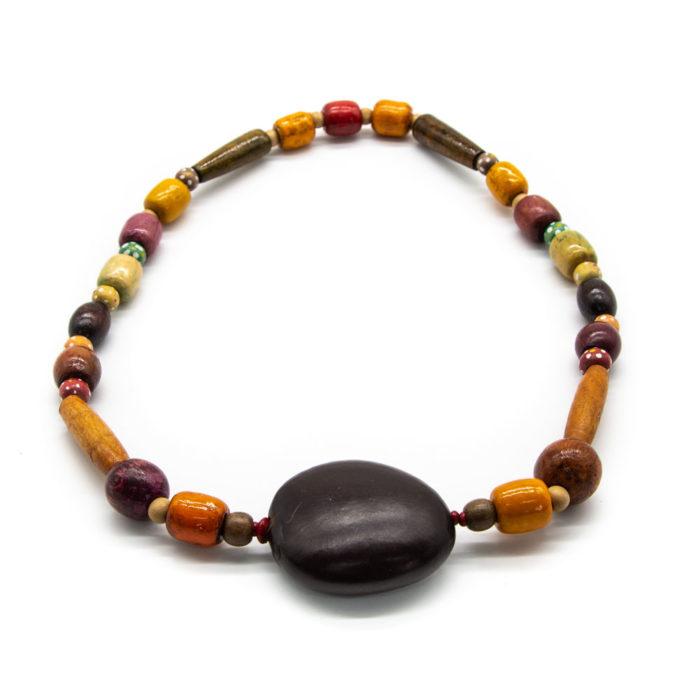 Drvena ogrlica izrađena od raznih drvenih oblika u bojama