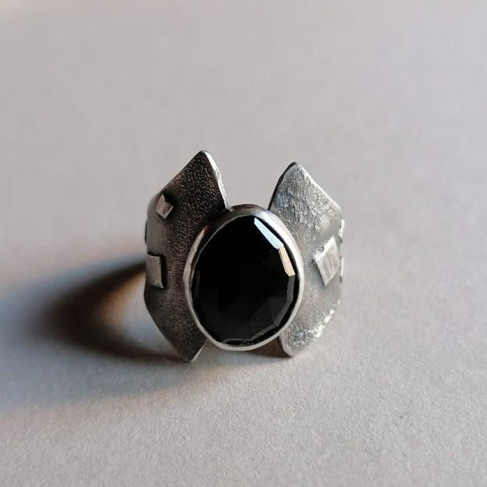 Srebrni prsten s oniksom
