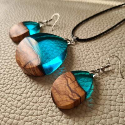 Ogrlica i naušnice ručno rađene od zelene epoxy smole i drva masline
